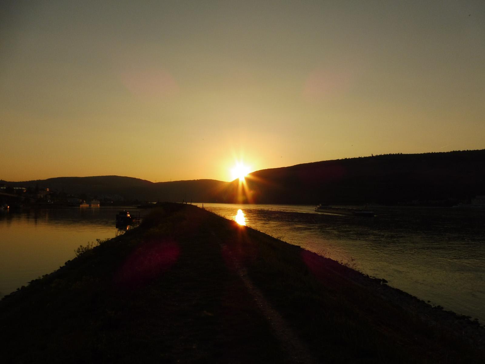 Sonnenuntergang am Binger Loch