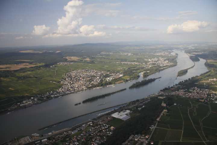 Der Rheingau aus der Luft